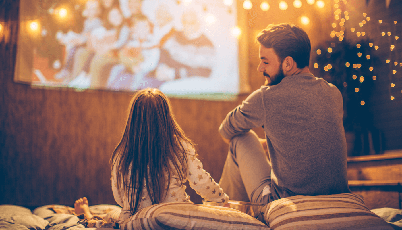 Canal Digitaal TV kijken meisje en man buiten